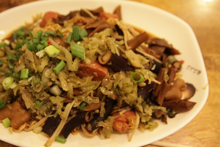 Deng Long Lu Wei 师大灯笼卤味 - Noodles with Everything Thrown In