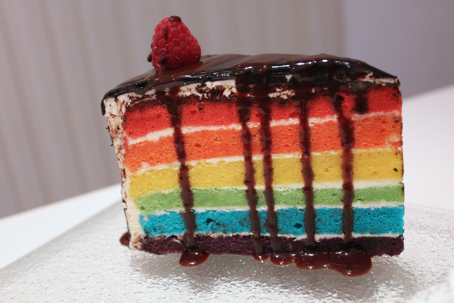 [Closed] Le Chocolat Café – Go WOW with The Rainbow Cake