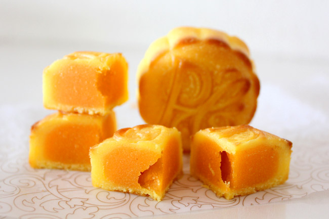 The Peninsula Hong Kong – Superb Divine Egg Custard Mooncakes, Available in Singapore!