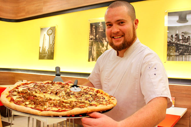 Closed The Manhattan Pizza Co Huge Xxxl Pizzas Lands In Singapore