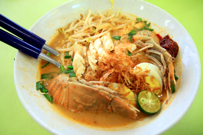 Famous Sungei Road Trishaw Laksa at Hong Lim - Now With Michelin Bib Gourmand