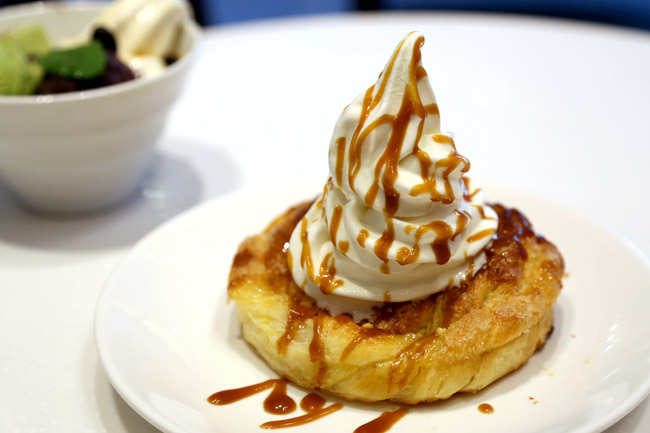 Saint Marc Café Vivocity - Its Choco Cro and Little Fuji Are To Live For