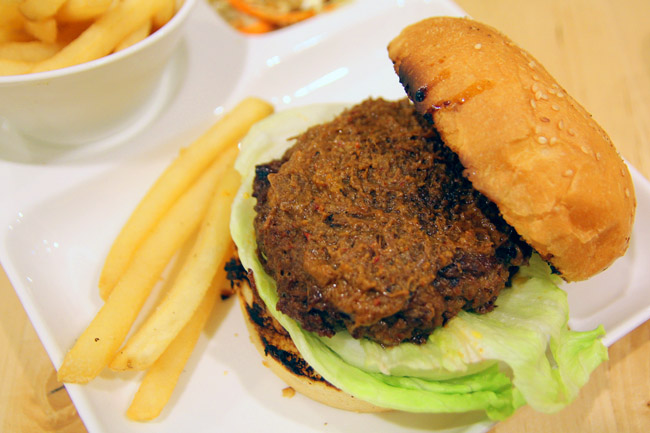 The Sauce On The Beef Rendang Burger 10 00 Feels Like It S Made From Some Age Old Grandmother S Recipe Rich Spicy And Tasty Perhaps It Is
