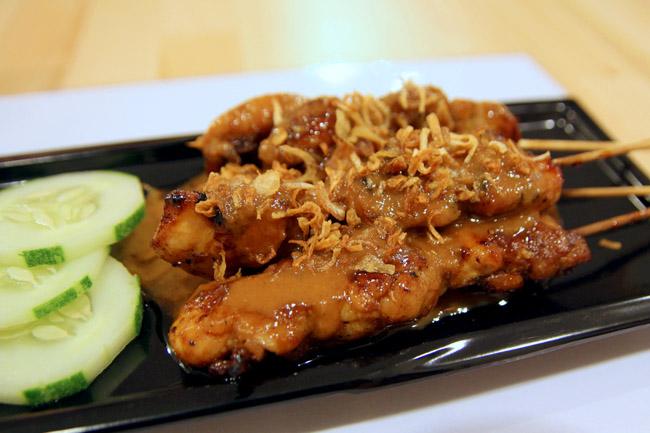 RS Deli – Sedap Chicken Satay and Beef Rendang Burgers ...