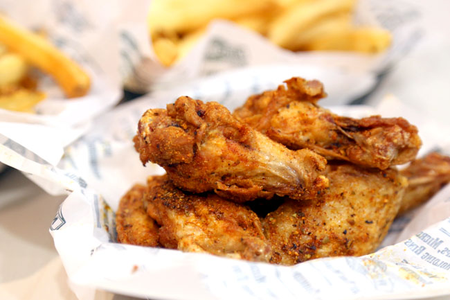 Wingstop Singapore – Popular Buffalo Wings Shop Lands at Bedok Mall