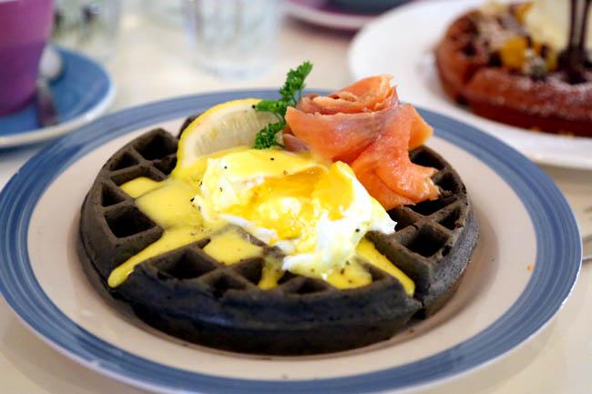 Waffle Slayer - Strangers' Reunion Opens A Waffle Café Next Door