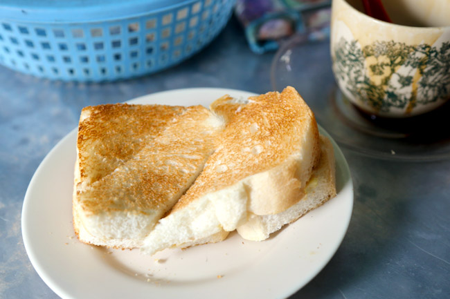 Toh Soon Cafe - Penang's Traditional Coffee & Toast By The Alley