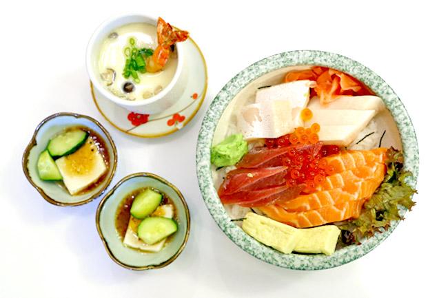Manzoku - Chirashi Don With Thick Slices of Sashimi. Maybe Too Thick
