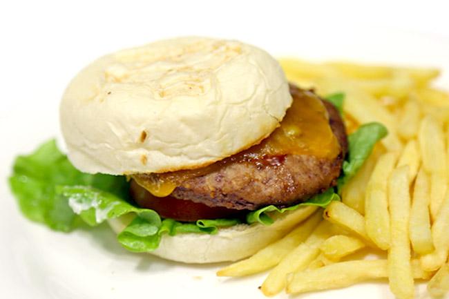Gundam Café – McDaniel Burgers At Tokyo Station