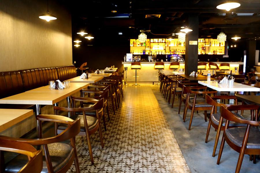 Maziga caf indian fusion caf bollywood club for Zaffron kitchen set lunch