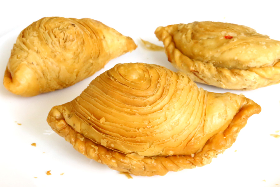 J2 Famous Crispy Curry Puff - Worth The Calories, With Michelin Bib Gourmand