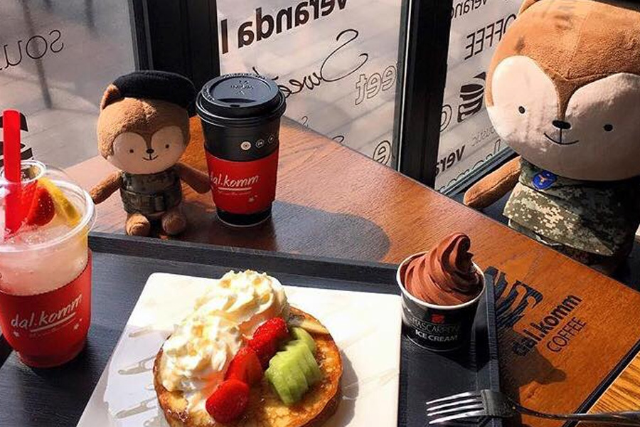 "Dal.Komm Coffee Singapore – ""Descendants Of The Sun"" Café Opening At The Centrepoint This December"