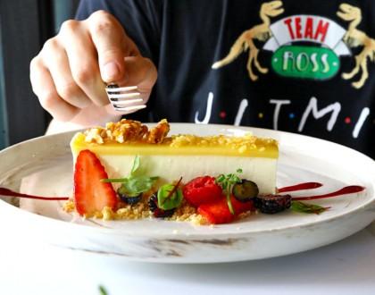 Central Perk Singapore - F.R.I.E.N.D.S Café With Nostalgic Space, Decent Food But Expensive