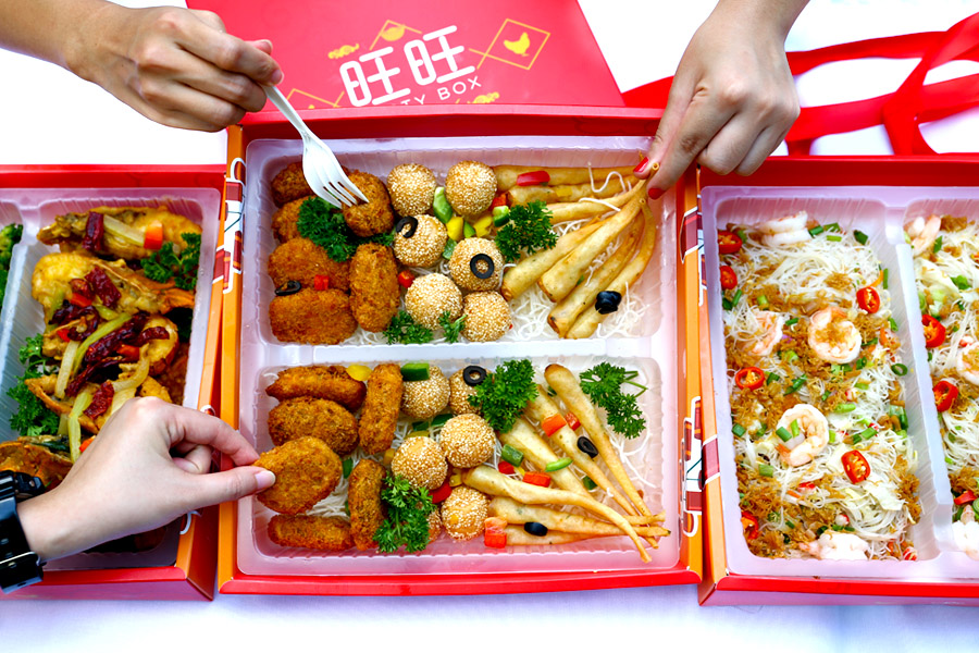 Four Seasons Catering – CNY Prosperity Party Box, Good For 10, Halal and Fuss-Free