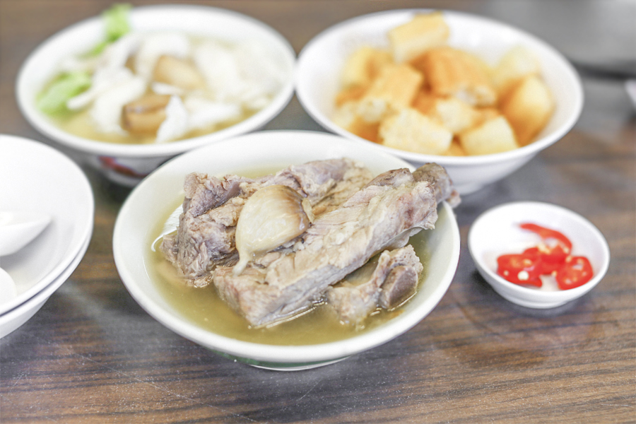 Song Fa Bak Kut Teh - Peppery Pork Ribs Soup Loved By Tourists, With Michelin Bib Gourmand