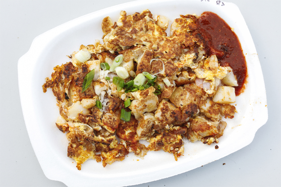 Heng 興 Carrot Cake And Oyster Omelette With Michelin Bib Gourmand