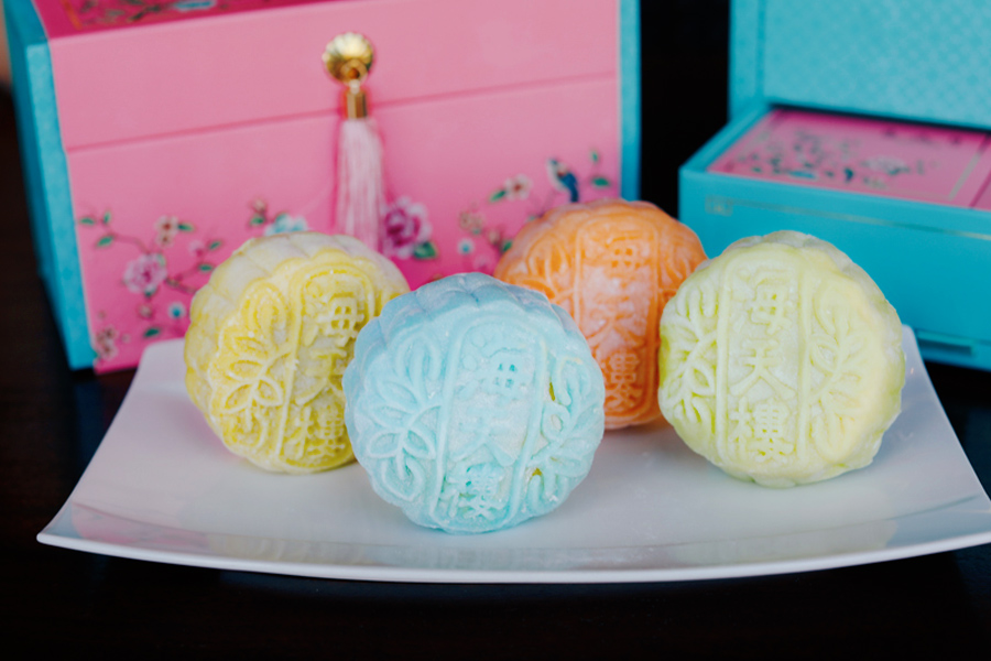 Pan Pacific Singapore Mooncakes – From Durian Gula Melaka Snowskin To Low Sugar Pandan, Housed In An Elegant Tiered Box