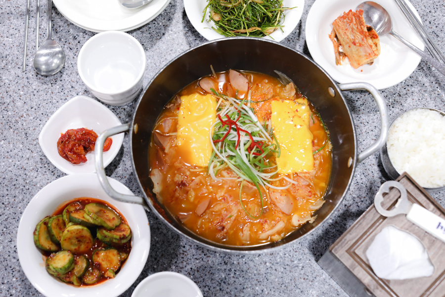 Bada Sikdang 바다식당 - Famous Army Stew Restaurant With 48 Years Of History, At Itaewon Seoul