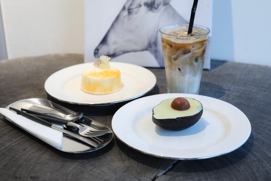 UNAS 우나스 - Gorgeous Cake Café Known For Avocado Cake That Looks Like An Avocado, At Gangnam Seoul