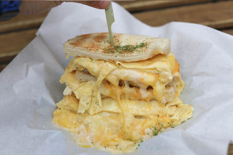 Golden Flower Toast 金花碳烤吐司專賣 - OTT Sandwiches Overloaded With Cheese Only NT$100 (SGD4.40), At Ximending Taipei