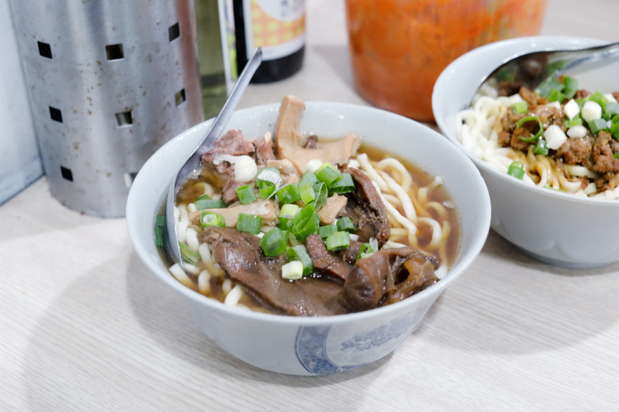 "Jian Hong Beef Noodles 建宏牛肉麵 – ""Michelin"" Taiwanese Beef Noodles At SGD4, Opens 24/7 Near Ximending Taipei"