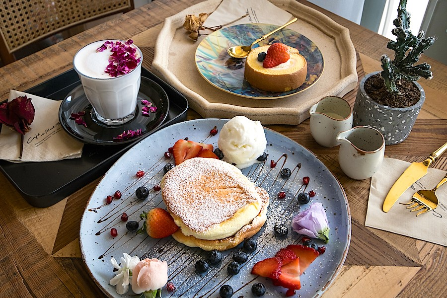 Cafe De Nicole's Flower – Most Instagram-Worthy Floral-Themed Café With Soufflé Pancakes Found At East Coast