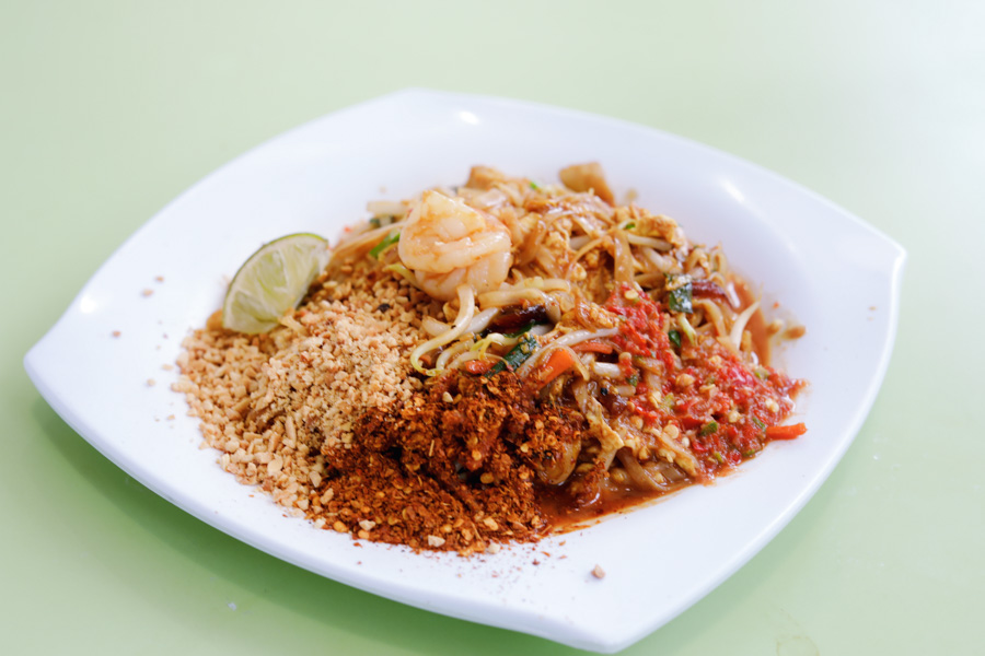 Issan Thai Food – Cheap & Good Pad Thai And Basil Rice At Tanjong Pagar, With Michelin Recommendation