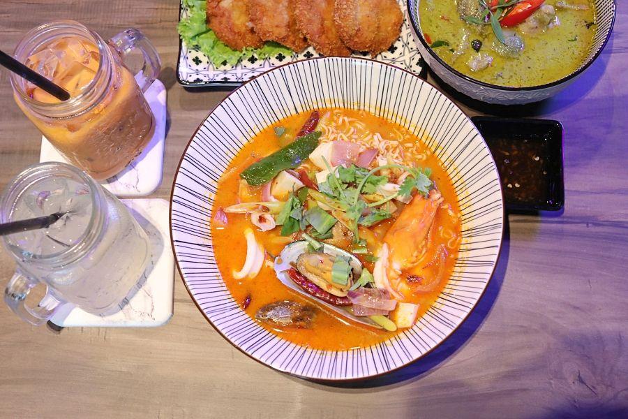 Suk S Thai Kitchen Modern Thai Restaurant With Tom Yum Mama And Instagrammable Neon Interior Laptrinhx News