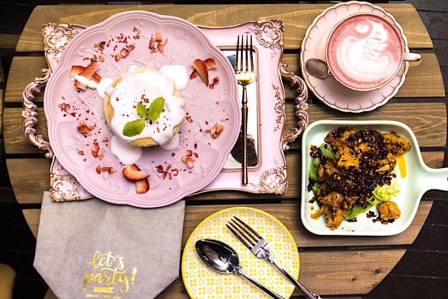 A Beautiful Day – Pink Floral & Safari Theme Cafe With Bandung Soufflé Pancakes, At Changi City Point