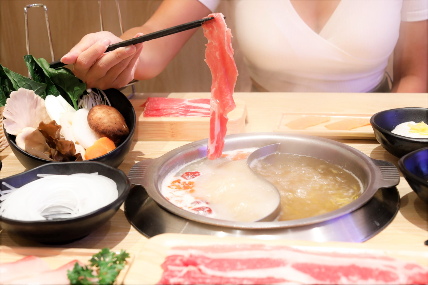 11 Japanese Hotpot Restaurants In Singapore – For Comforting Collagen, Tonkotsu, Yuzu Soup And More