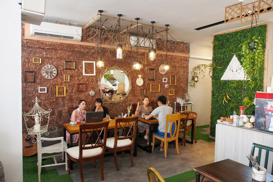 Enchanted Fantasy Themed Cafe With Elixir Drinks Charming Interior For Ootds Danielfooddiary Com
