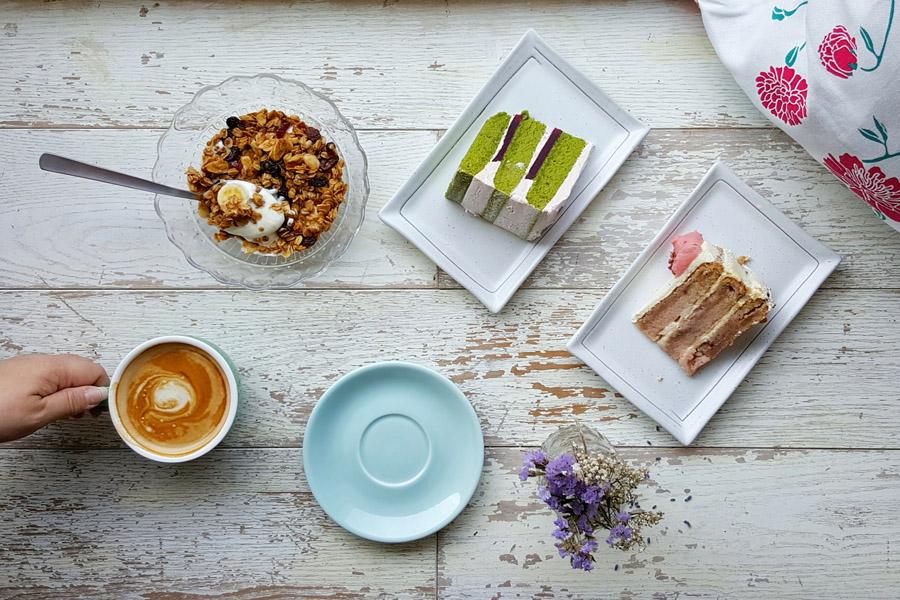 HYGGE – Cosy Floral Themed Café at Haji Lane, with Matcha and Thai Milk Tea Cake – DanielFoodDiary.com