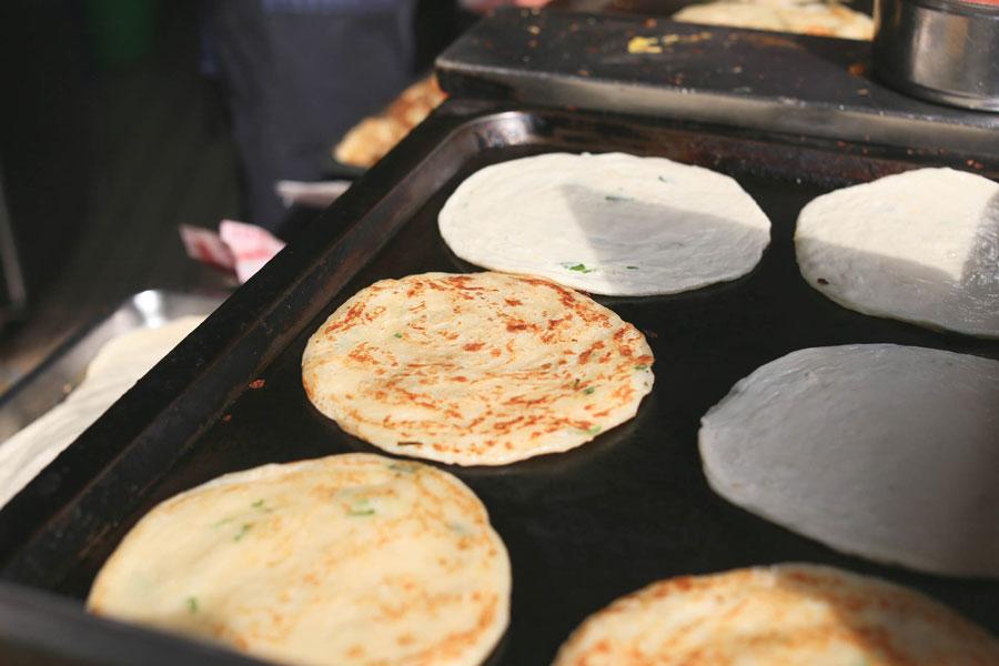 Tian Jin Flaky Scallion Pancake 天津蔥抓餅 – Popular Crispy