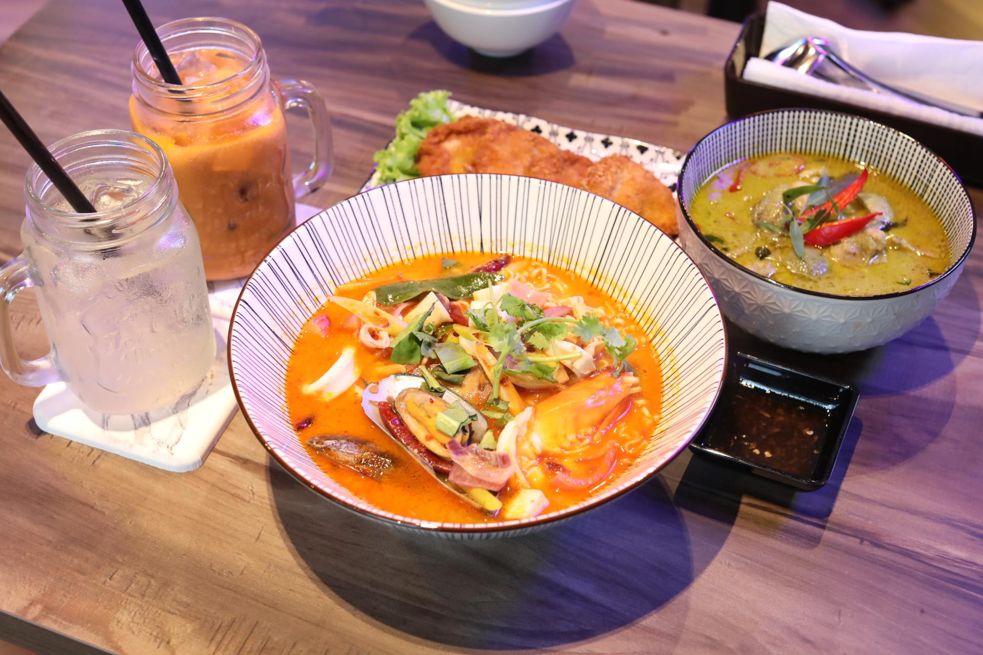 Suk S Thai Kitchen Modern Thai Restaurant With Tom Yum Mama And Instagrammable Neon Interior Danielfooddiary Com